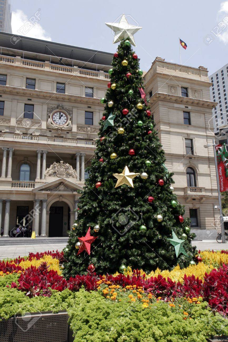 Tall Christmas Tree Decorating Ideas.Tall Outdoor Christmas Tree With Decoration Summer In Sydney