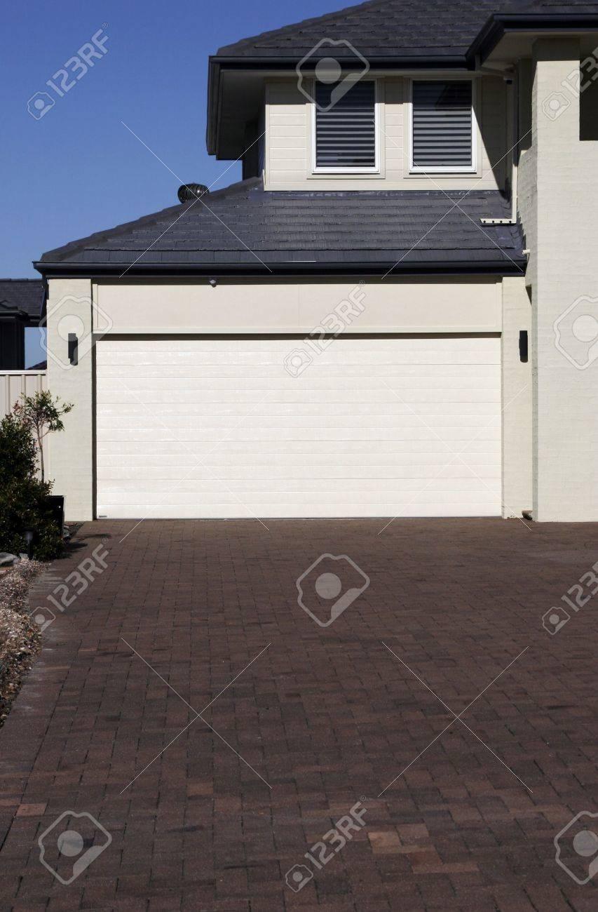 Modern own House, Garage Door In Sydney Suburb On Summer ... - ^