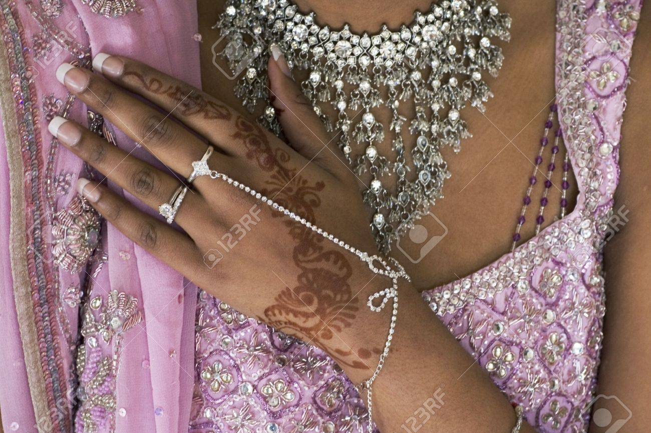 Bride S Hand With Henna Tattoo And Jewellery Indian Wedding Stock
