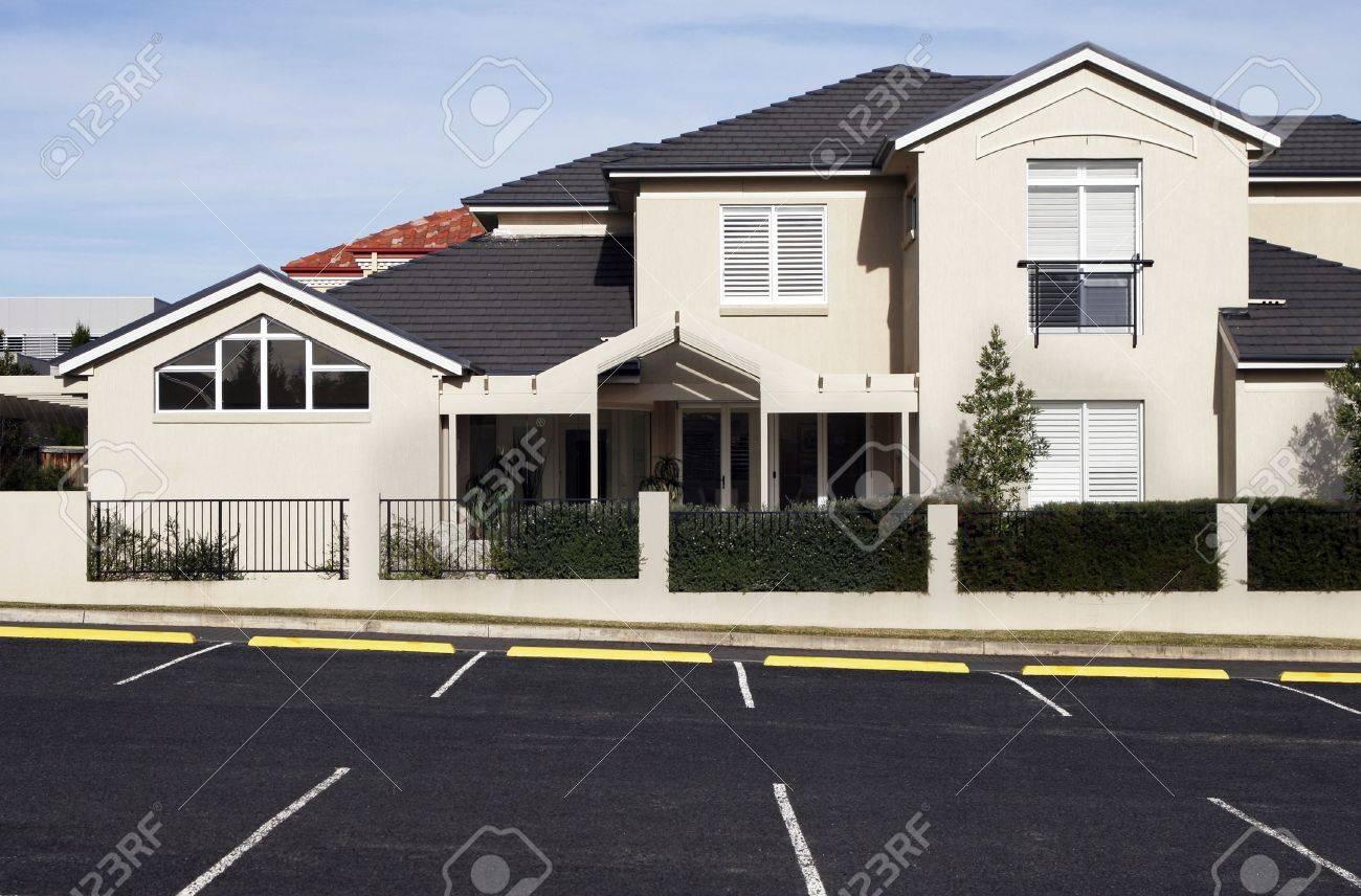 New Modern Suburban Town House In A Sydney Suburb On A Sunny Summer Day, Australia Stock Photo - 3630947