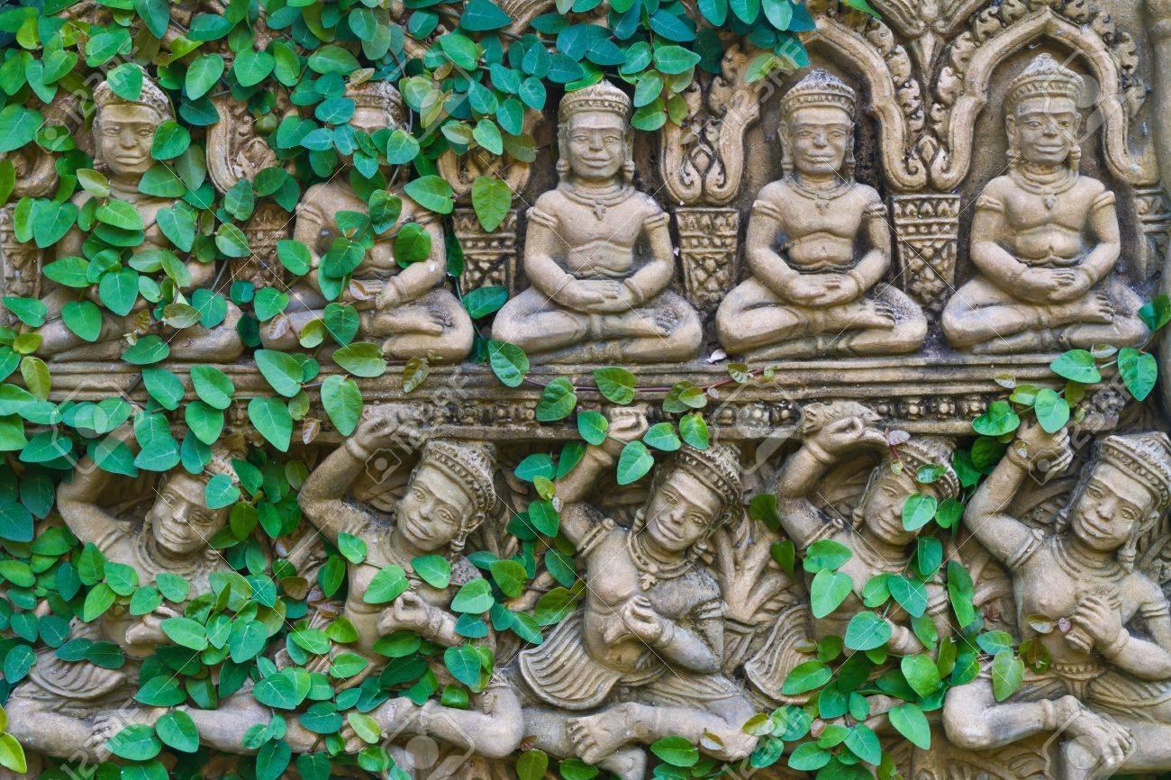 Vine growing on a buddha statue wall Stock Photo - 12862950