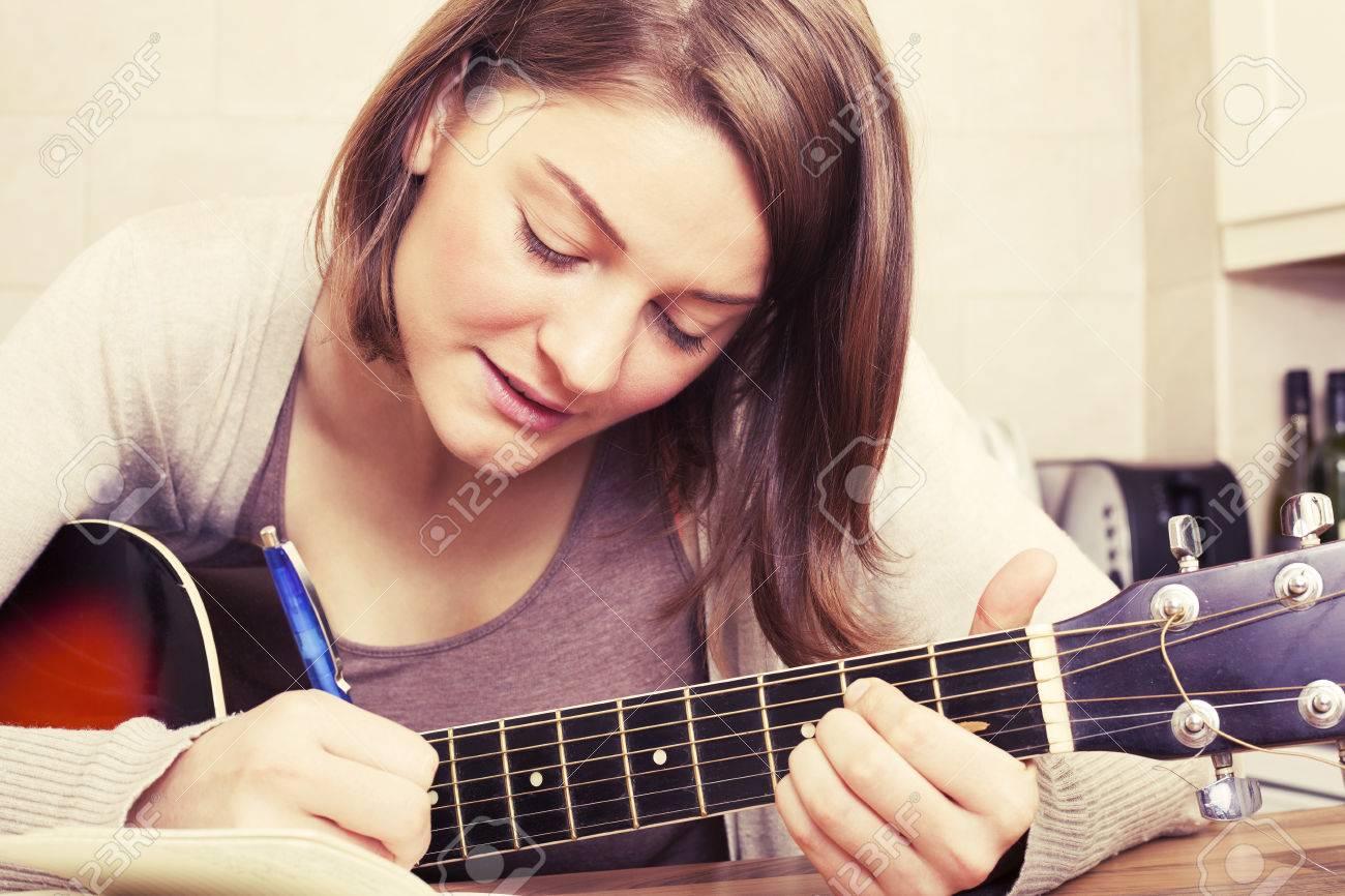 Einen Song Zu Schreiben Lizenzfreie Fotos, Bilder Und Stock ...