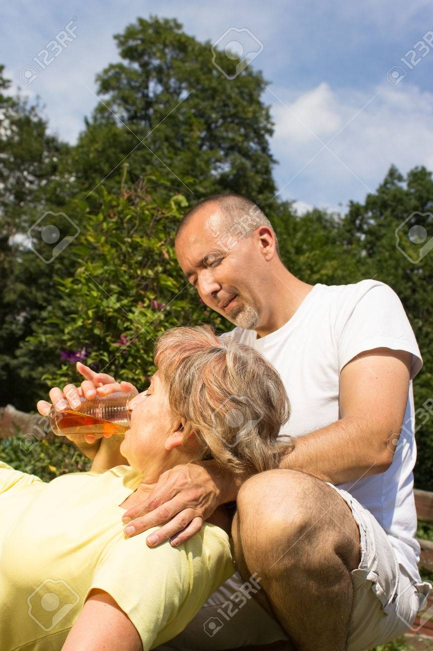 First aid to a eldery woman - 24317768