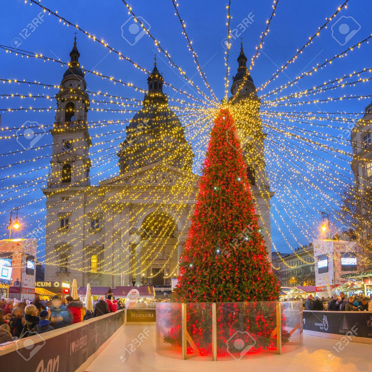 Budapest Christmas Market 2018.Budapest Hungary December 08 2018 Christmas Market At Saint