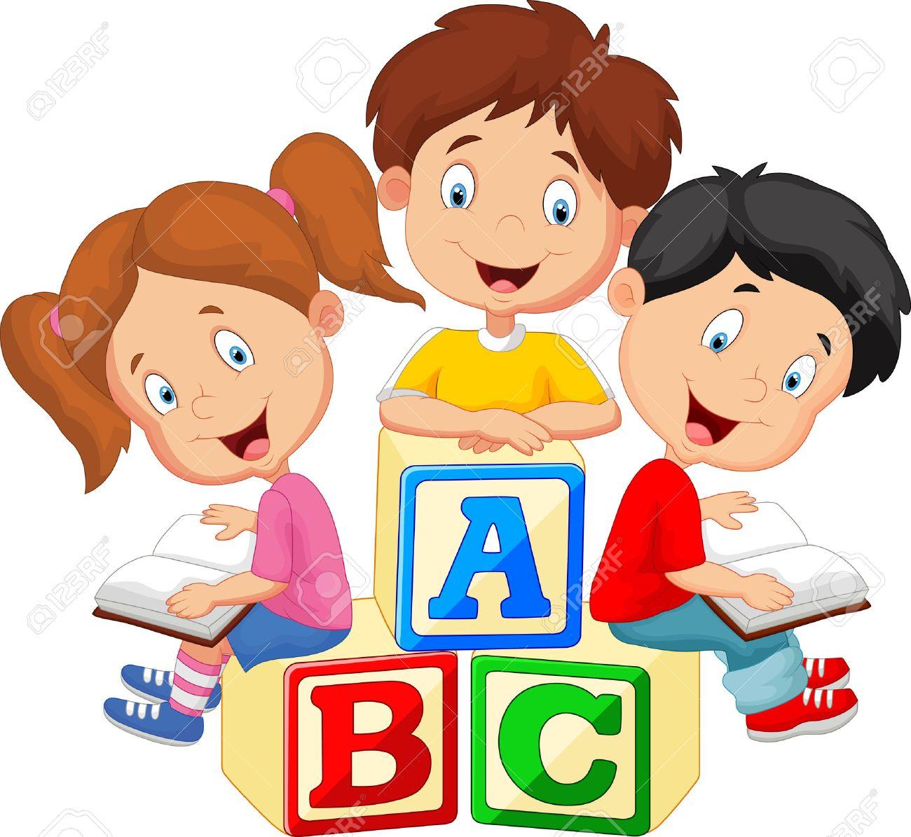 Dessin Anime Pour Enfants Livre De Lecture Et Assis Sur Des Blocs De L Alphabet