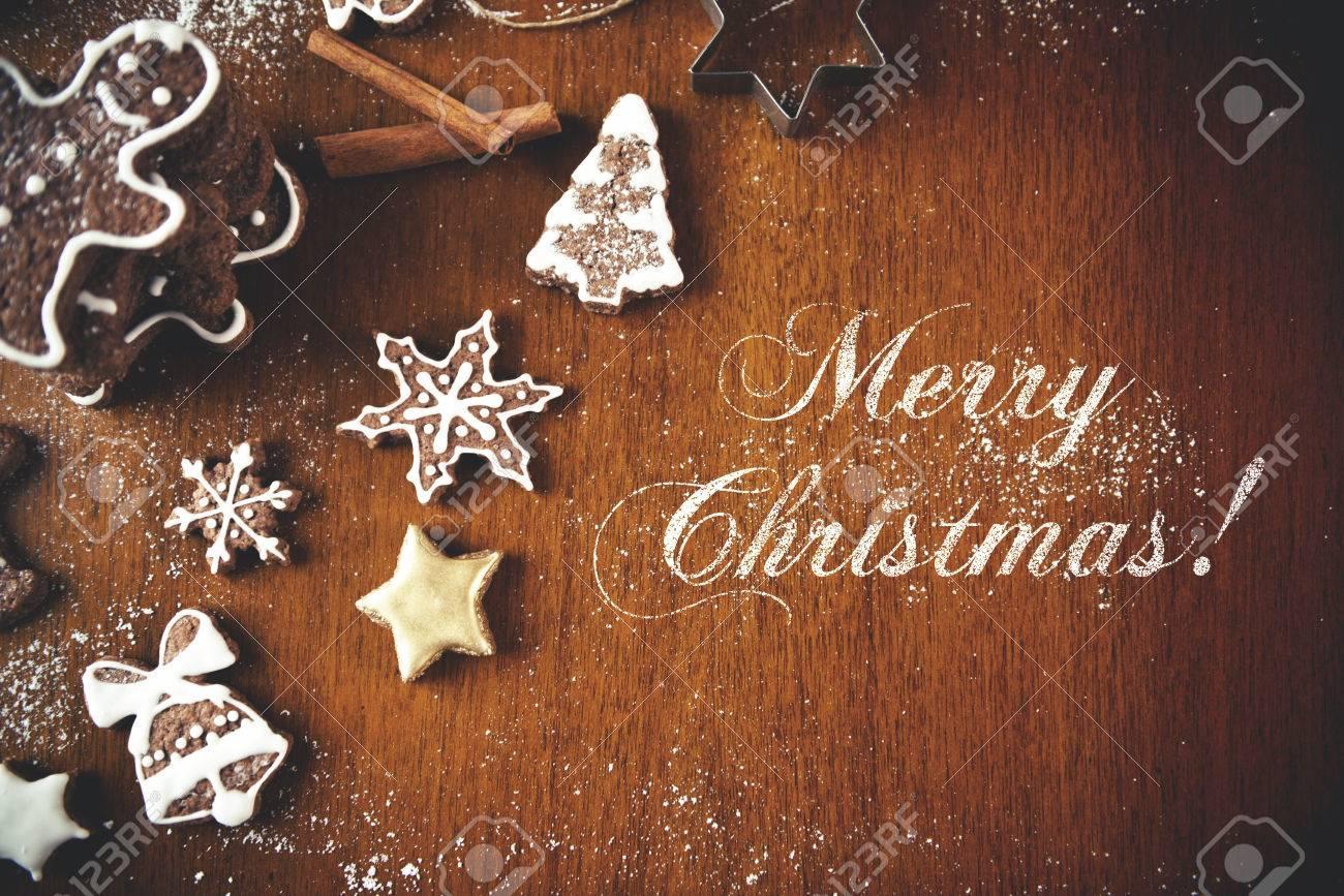 Weihnachtsplätzchen Auf Einem Dunklen Tisch, Draufsicht Mit Frohe ...