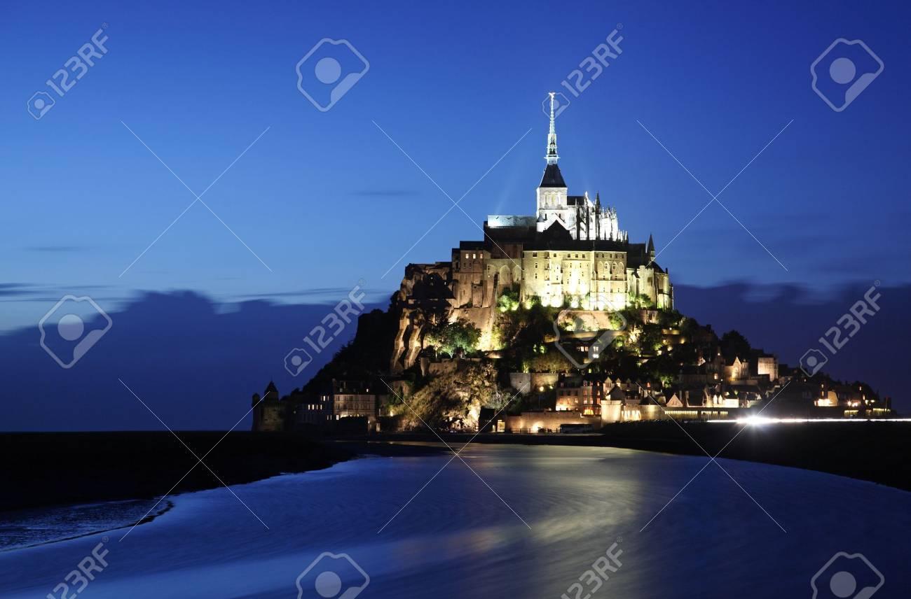 Le Mont-Saint-Michel in the twilight Stock Photo - 3848121
