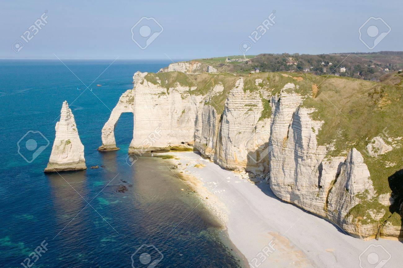 Foto de archivo , Los famosos acantilados de etretat en Normandía, Francia