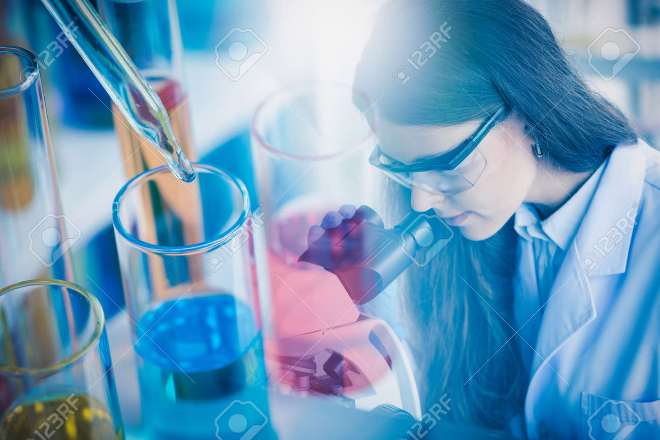 Scientists are hard-working for Invented the anti-coronavirus vaccine formula in the laboratory. - 157407583
