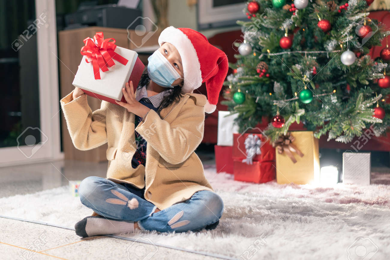 the girl open the girl box during the coronavirus pandemic. the concept of Christmas, boxing day, coronavirus pandemic and festival - 159612479