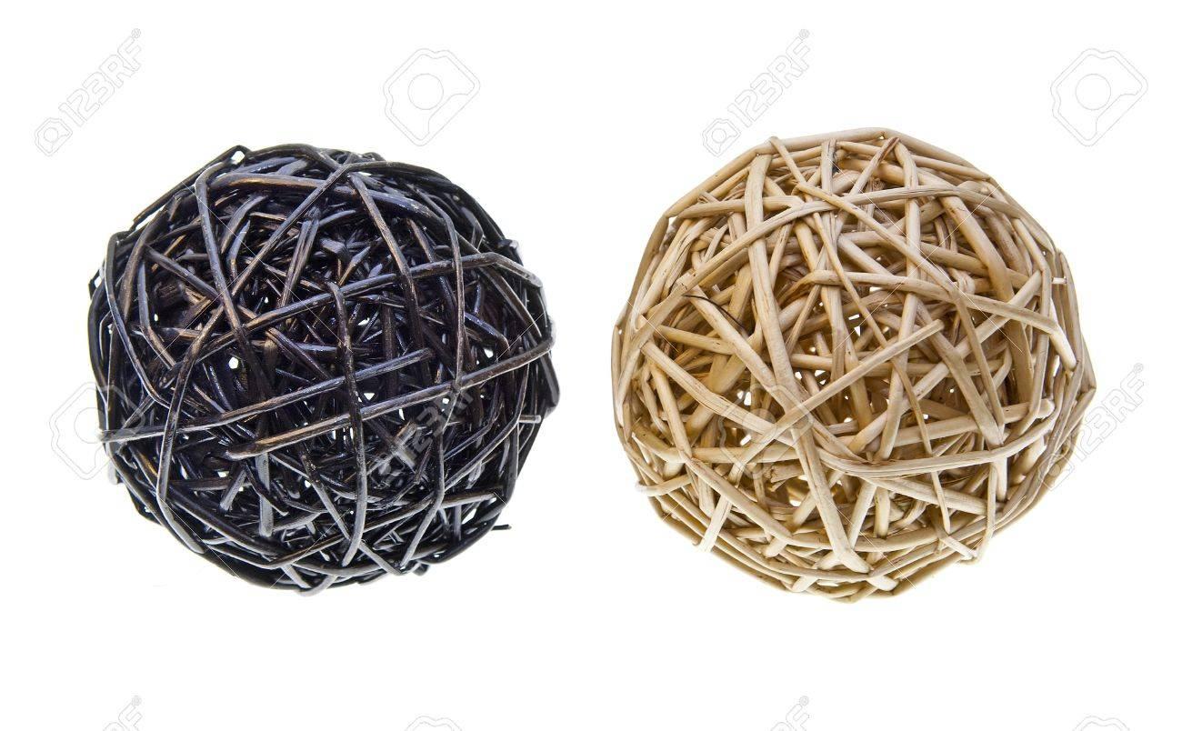 bolas de mimbre o bamb tejidos utilizados para decorar foto de archivo
