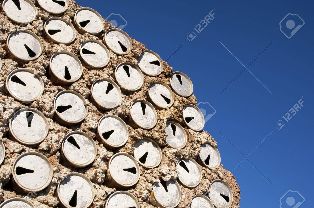 Old beer cans used to build a wall as a background texture Stock Photo - 14187908