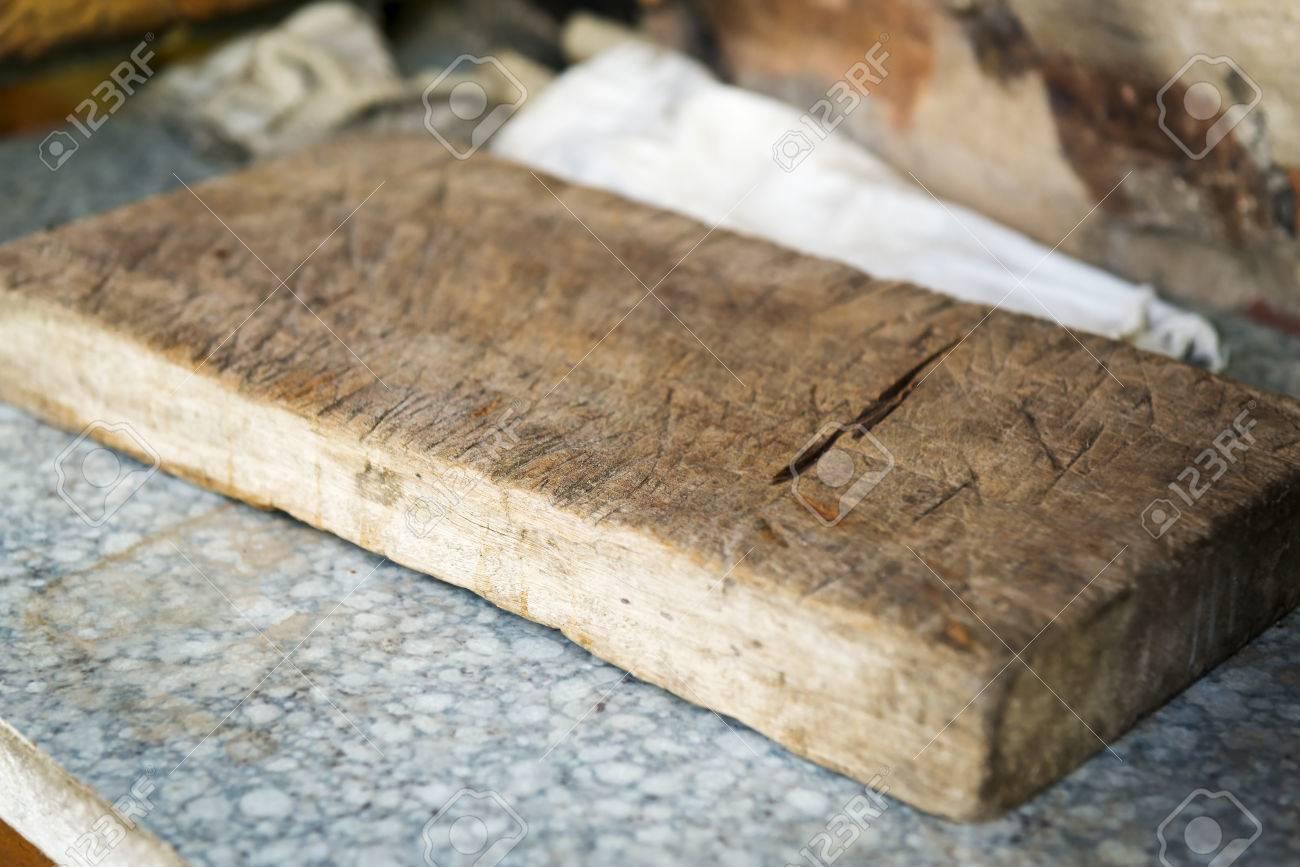 Outdoor Küche Vintage : Old vintage schneidebrett in outdoor küche mit sehr flachen fokus