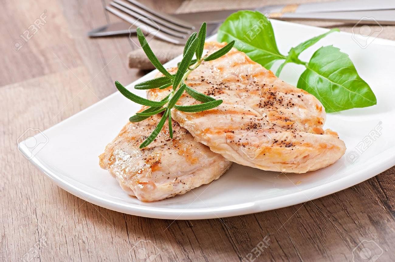 Grilled chicken - 28105237