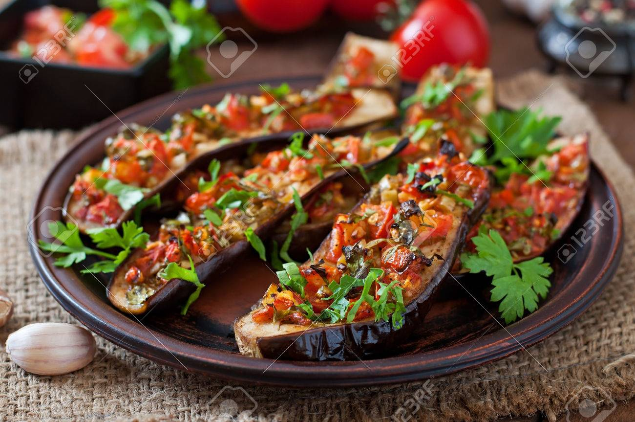Baked eggplant with tomatoes, garlic and paprika - 42724631