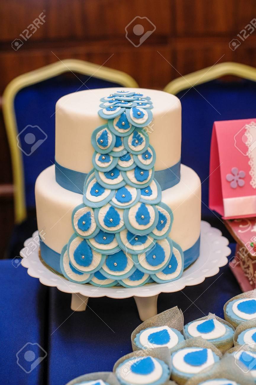 Hochzeitstorte In Blau Und Weiss Design Lizenzfreie Fotos Bilder Und