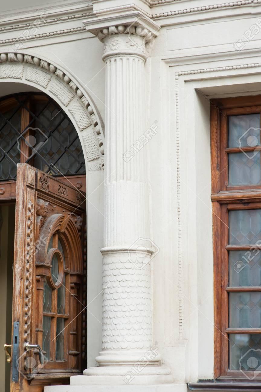 Architektonische Elemente Fenster, Säulen Aus Lviv. Lizenzfreie ...