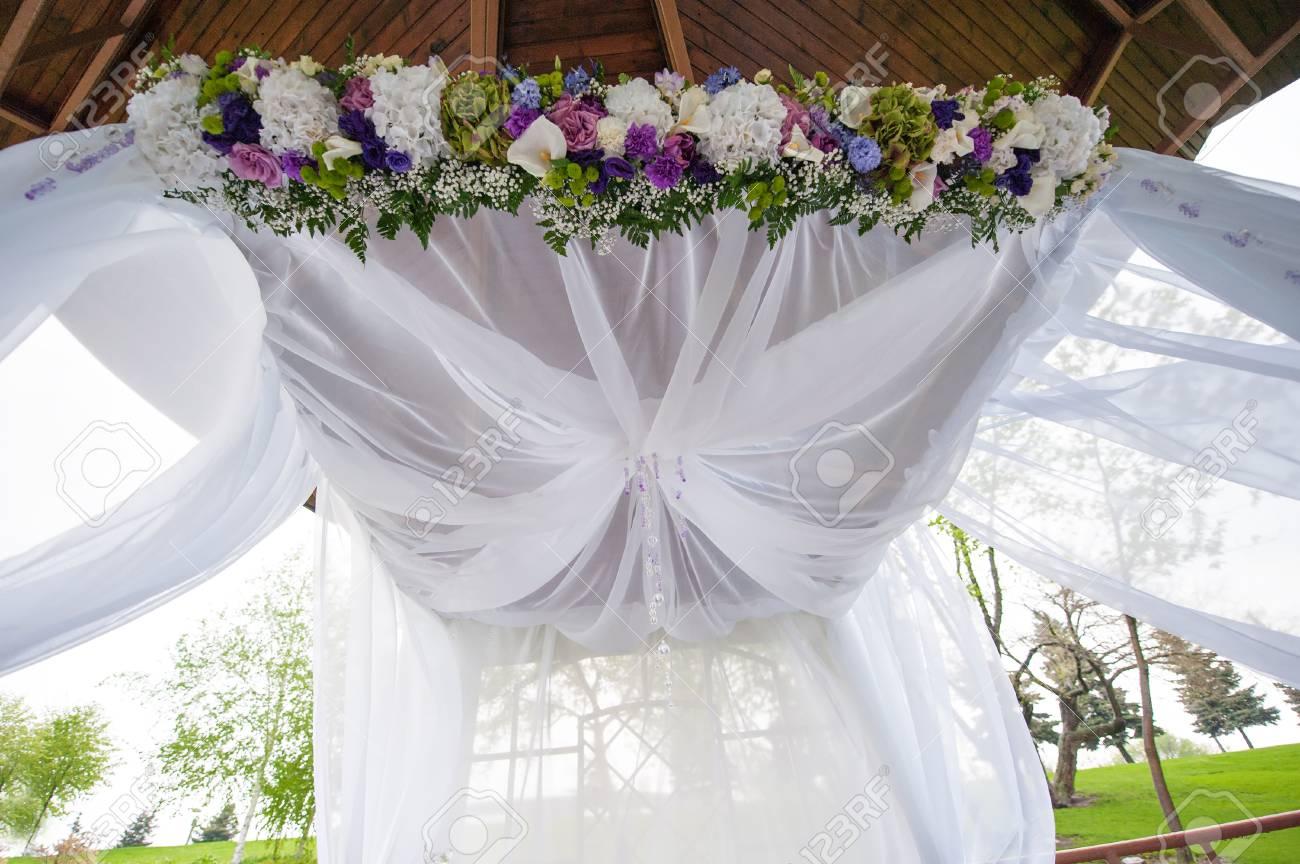 Schone Hochzeit Bogen Fur Die Zeremonie Der Blumen Im Sommer Park