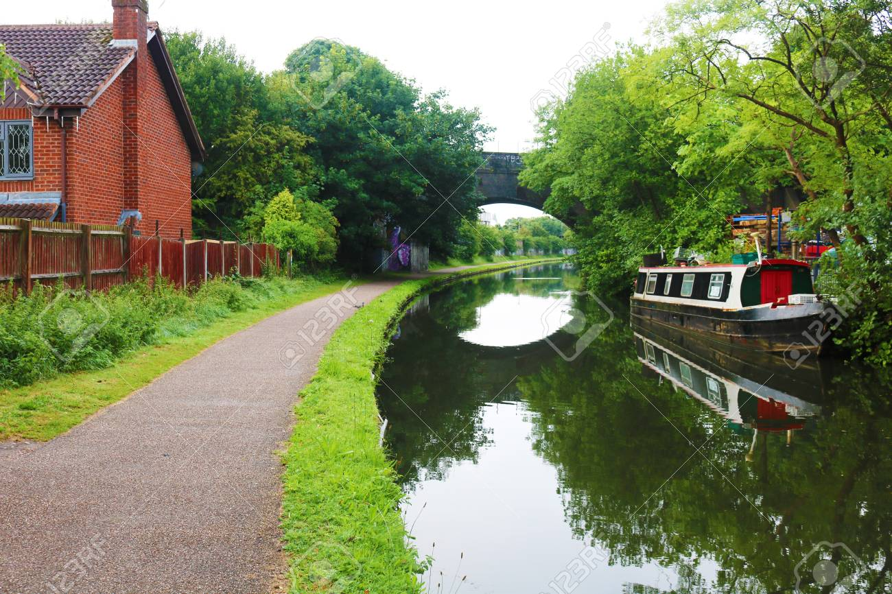 Birmingham canal boat with over arching bridge Stock Photo - 83001174