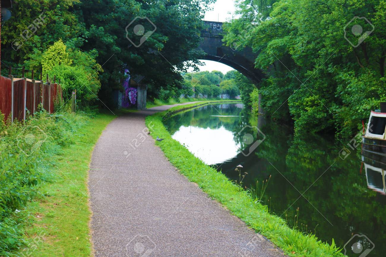 Birmingham canal pathway with the over arching bridge Stock Photo - 83001175