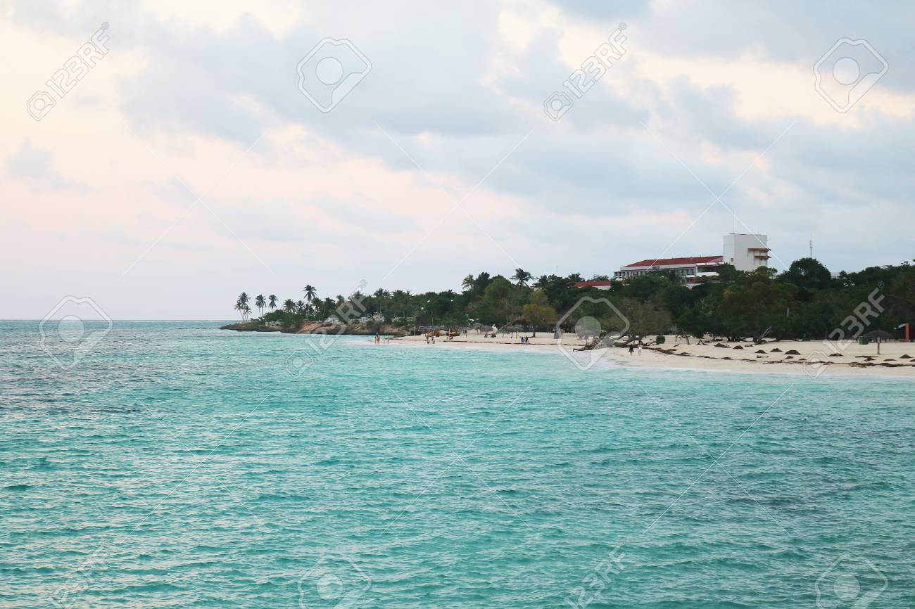 Blue bright sea in cuba Stock Photo - 92814289