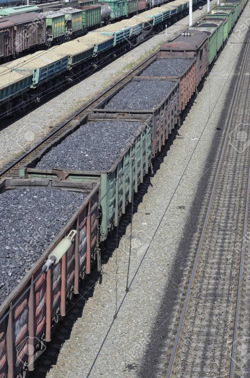 Railway  The cars of coal Stock Photo - 23294314