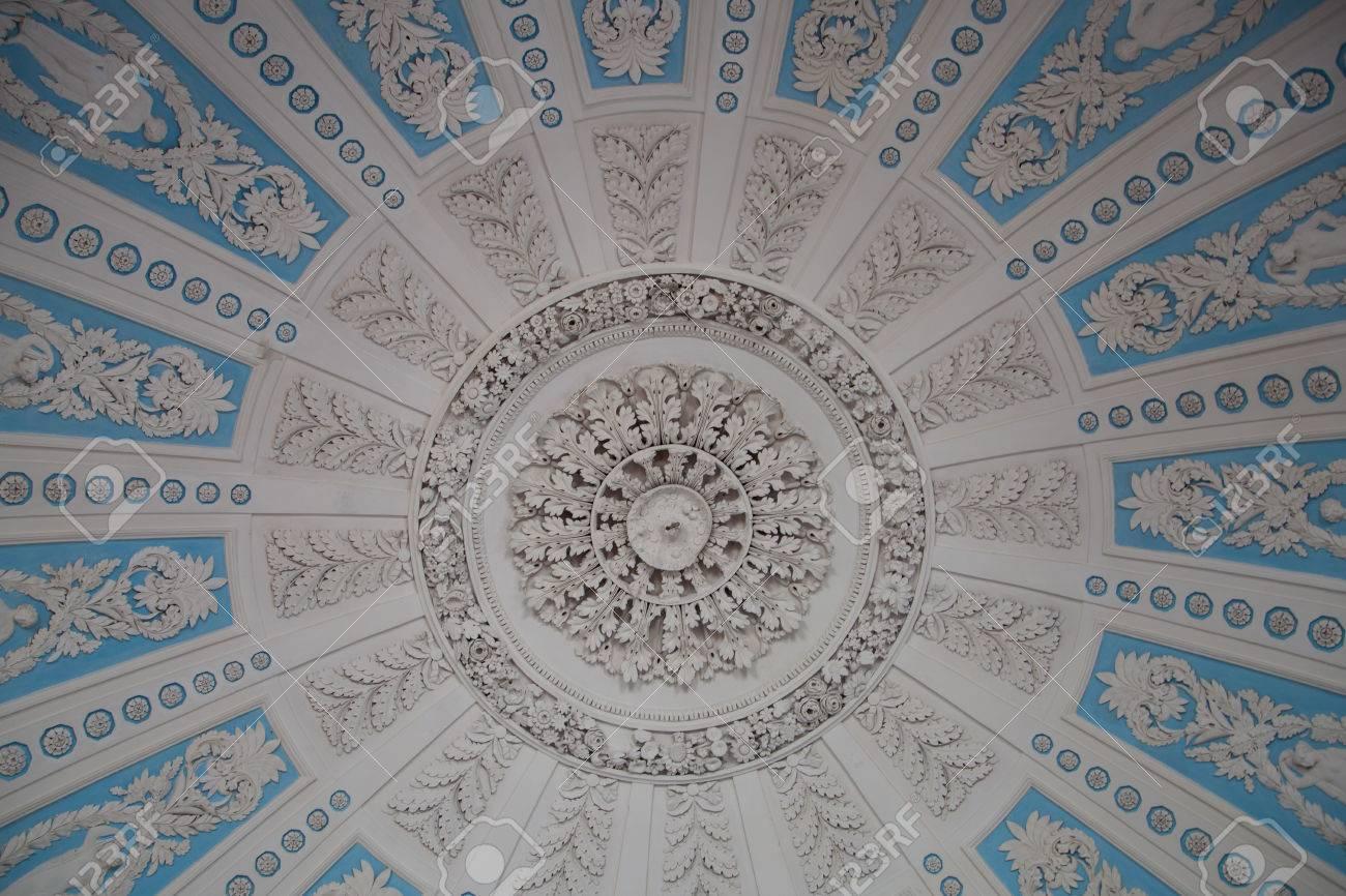 Captivant Banque Du0027images   Fleurs Et Silhouettes Au Plafond Moulage En Plâtre