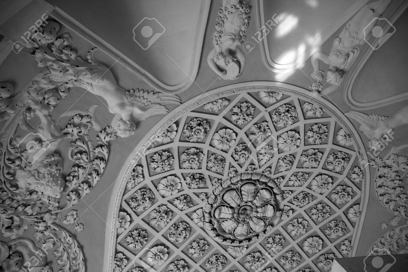 Banque Du0027images   Fleurs Et Silhouettes Au Plafond Moulage En Plâtre