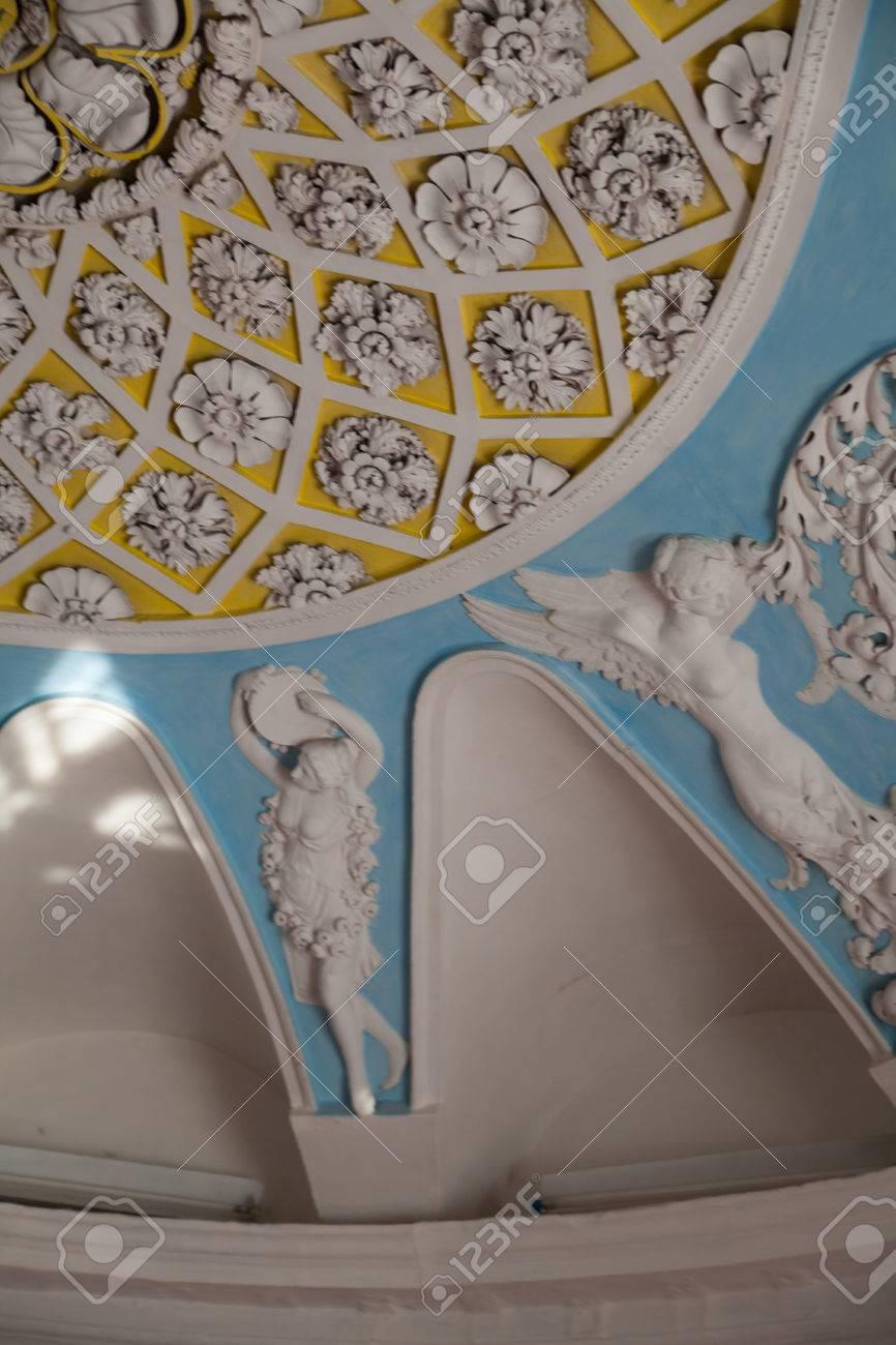 Exceptionnel Banque Du0027images   Fleurs Et Silhouettes Au Plafond Moulage En Plâtre