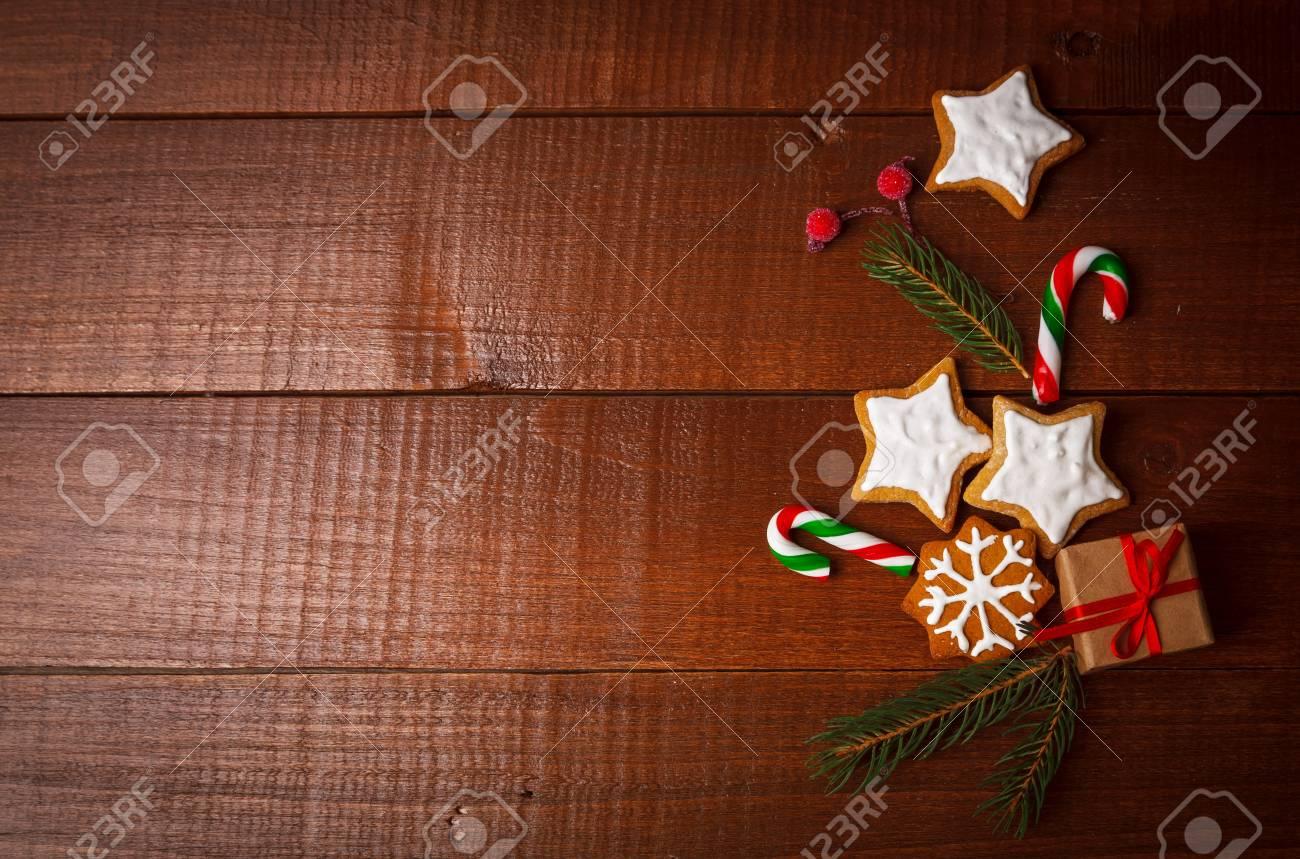 Weihnachtsplätzchen Mit Grüner Niederlassung Und Geschenk Auf ...