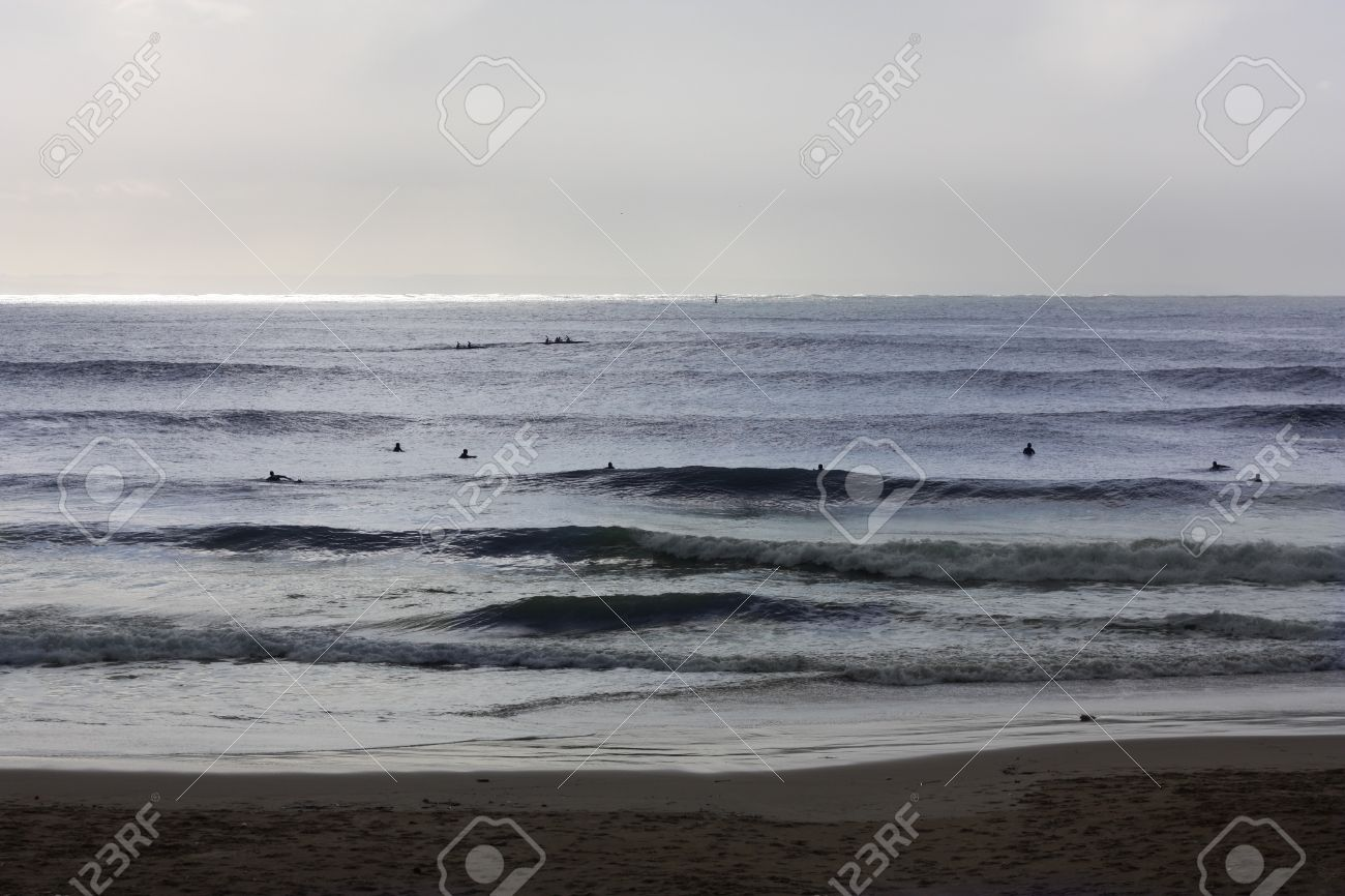 Perfect waves for surfing in Carcavelos beach Stock Photo - 11808417