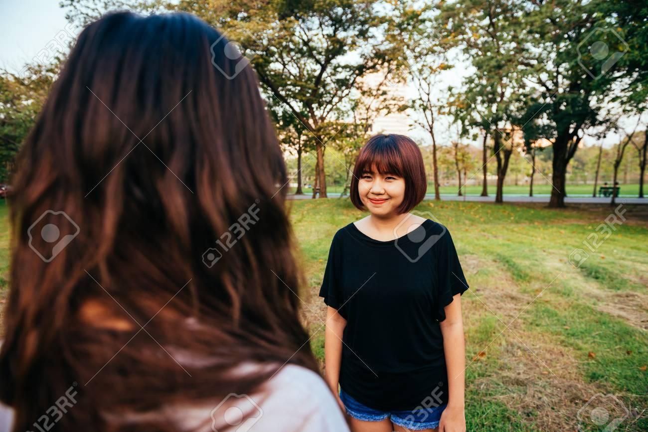 Asiatische lesbische Paare Wie man einem Mann einen Blasjob gibt
