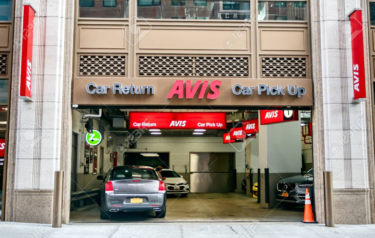 Car Rental Manhattan >> New York August 3 2017 Avis Rental Car Branch In Manhattan