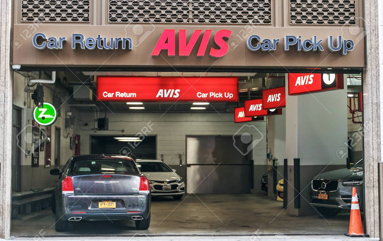 Car Rental Manhattan >> New York August 3 2017 Avis Rental Car Branch In Manhattan