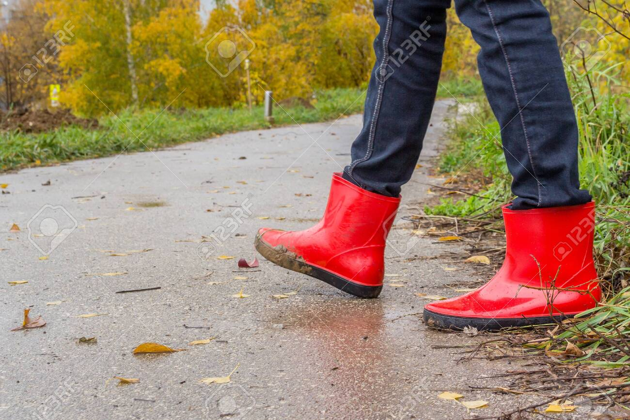 Walking in red rubber boots in the fall - 143044720