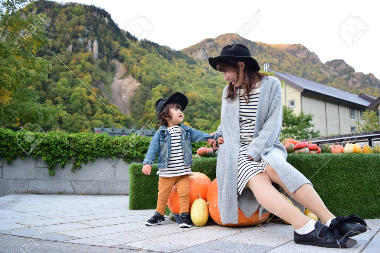 halloween mother and son with colorful pumpkin - 80200732