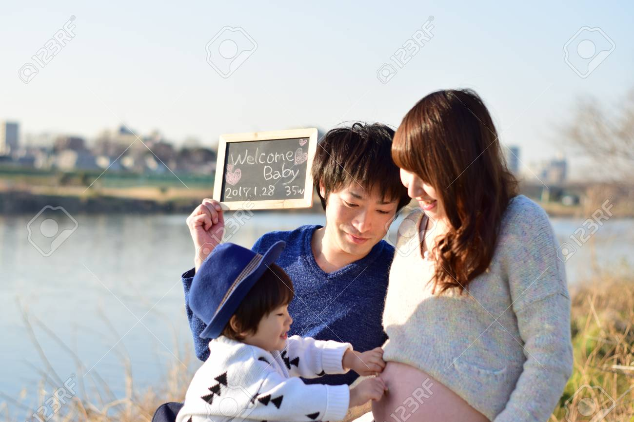 young family taking photo - 89945286