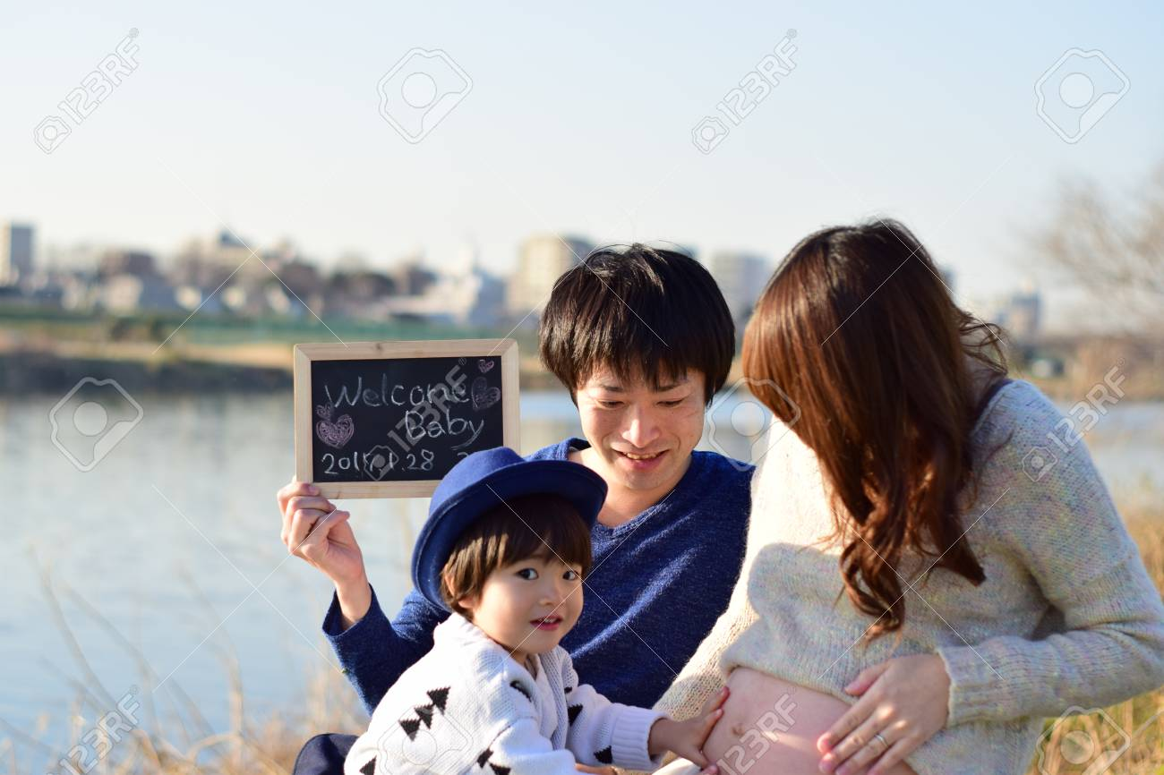 young family taking photo - 89941900