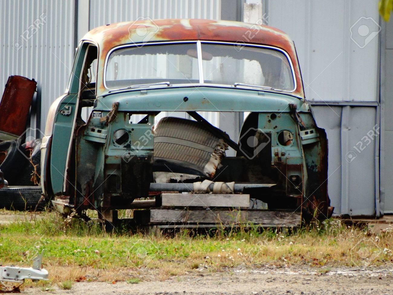 Grüne Rostigen Auto Rahmen Lizenzfreie Fotos, Bilder Und Stock ...