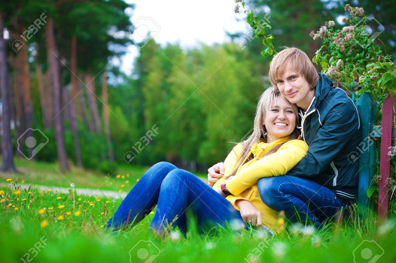 loving couple are sitting in the sunny park  picnik Stock Photo - 16977294