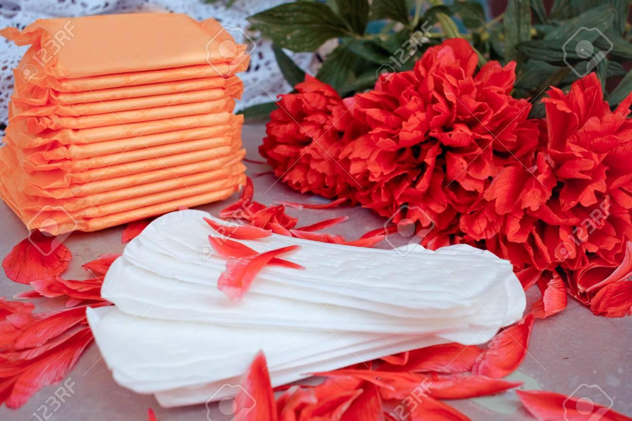 Serviettes Hygieniques En Boite Fleur D Oranger Et Petales Banque D