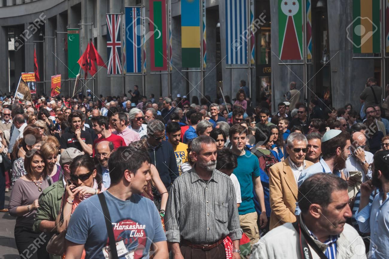 Pueblo Italiano - Página 9 27801857-milan-italia-el-25-de-abril-miles-de-personas-participan-en-el-desfile-del-d%C3%ADa-de-la-liberaci%C3%B3n-de-record
