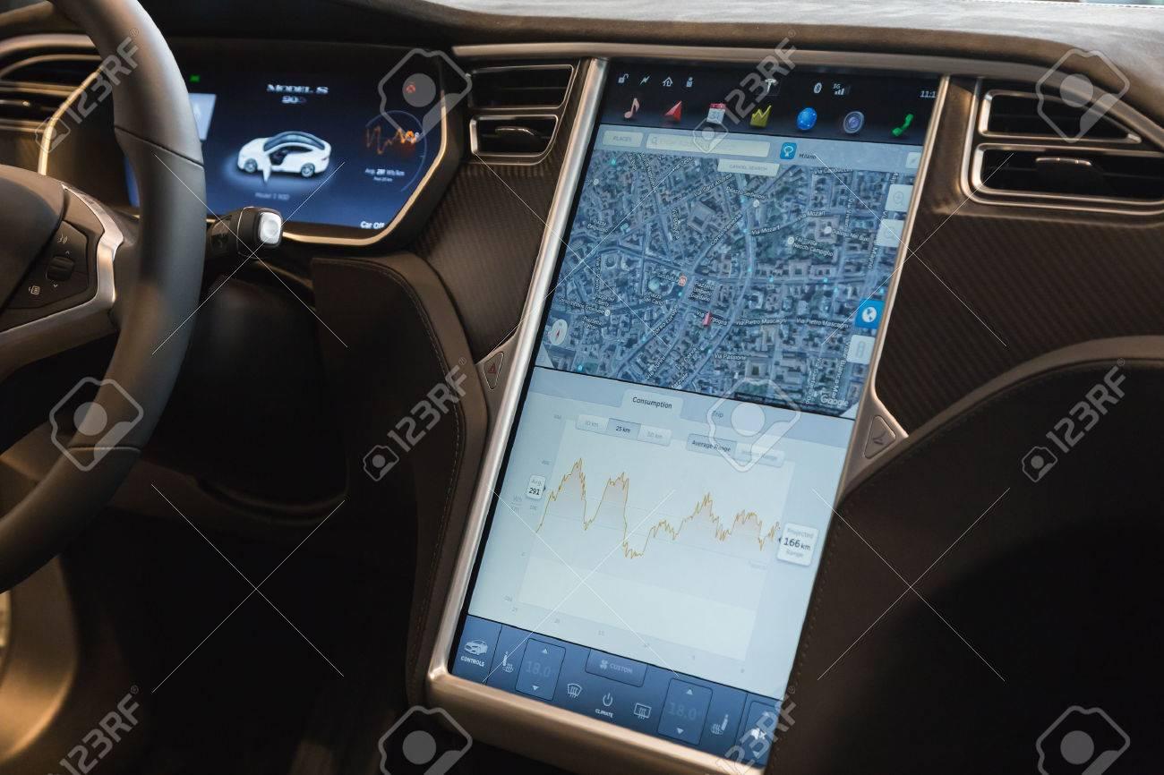 MILAN, ITALIE - 31 Mars 2016: Intérieur De Tesla Model S 90D Voiture ...