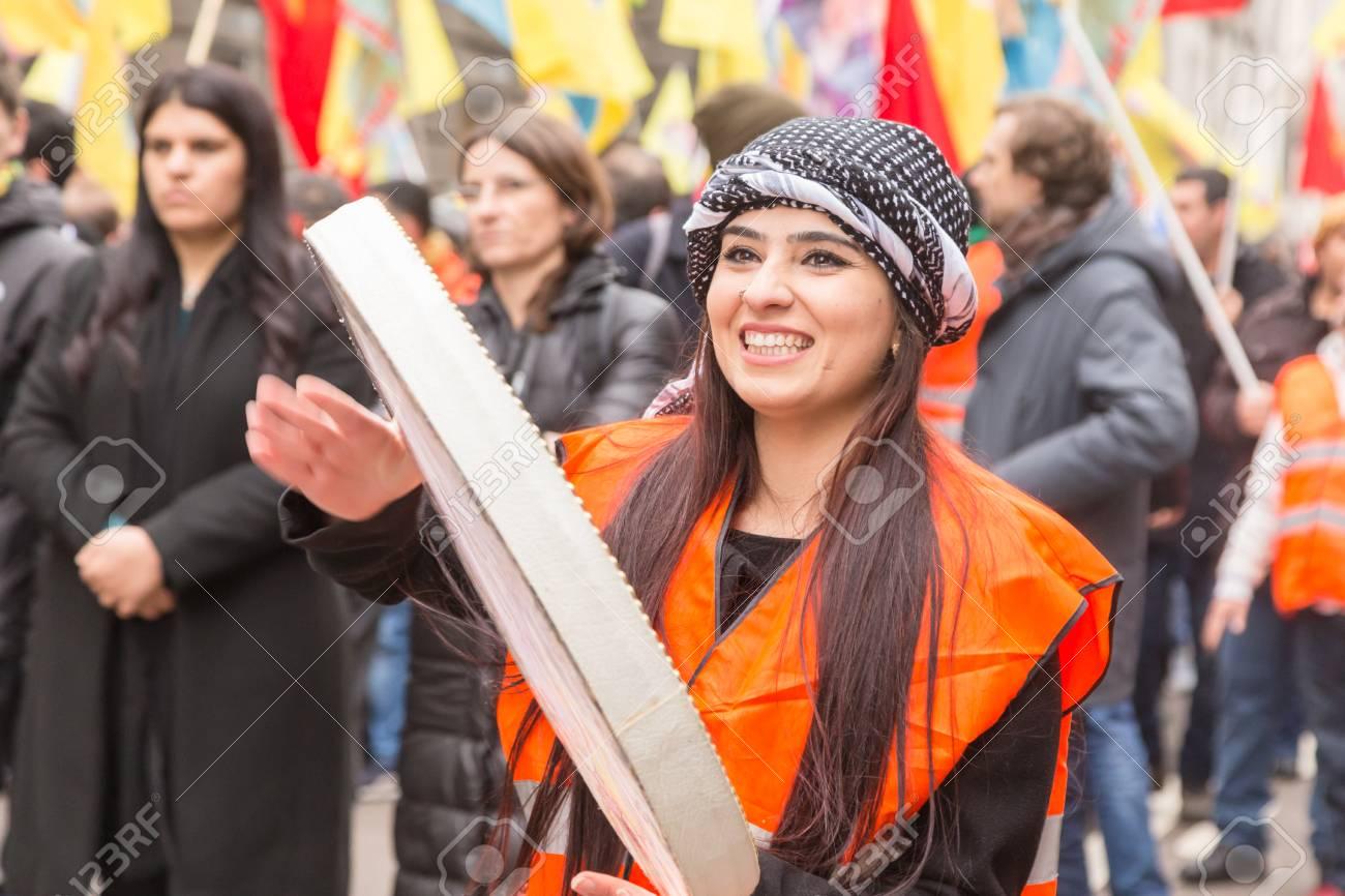 デモ クルド 人