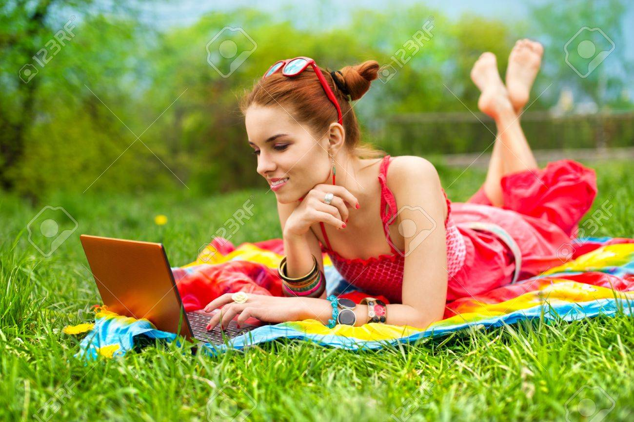 Beautiful woman with laptop - 9557988