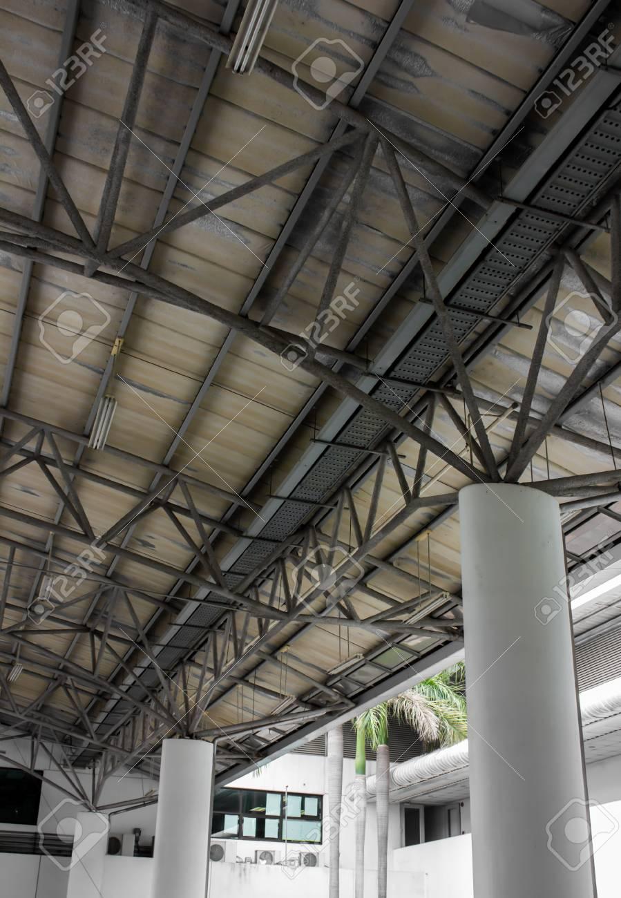 Edificio Metálico Estructura De Acero Fotos, Retratos, Imágenes Y ...
