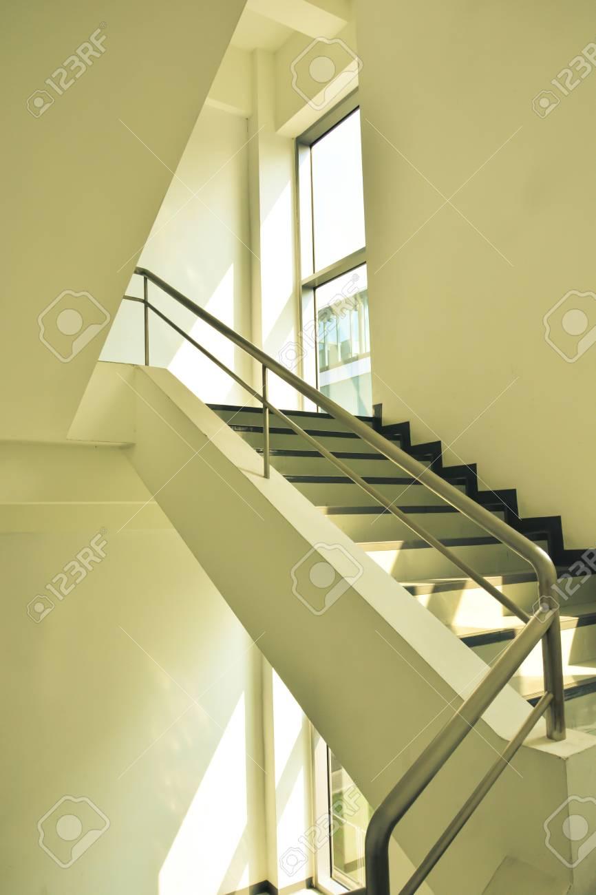treppen für notausgangs im gebäude, jahrgang farbe stil lizenzfreie