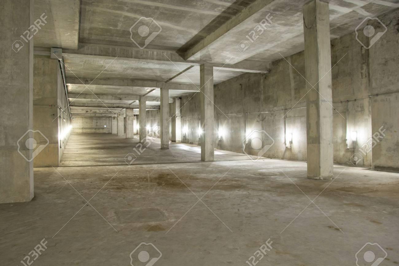 lege industrile garage kamer interieur met betonnen vloer en muur achtergrond stockfoto 44799753