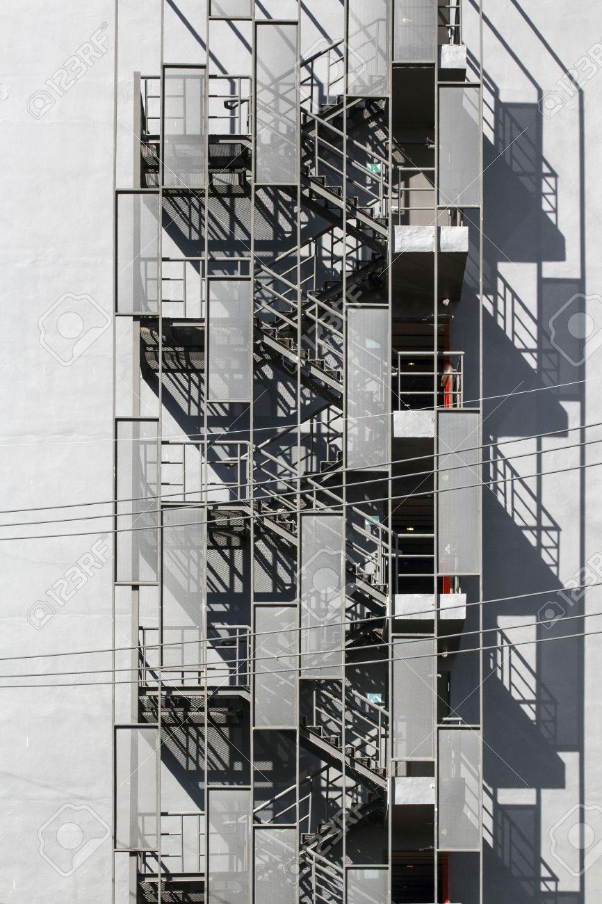 escalera de incendios escalera metlica exterior del edificio foto de archivo