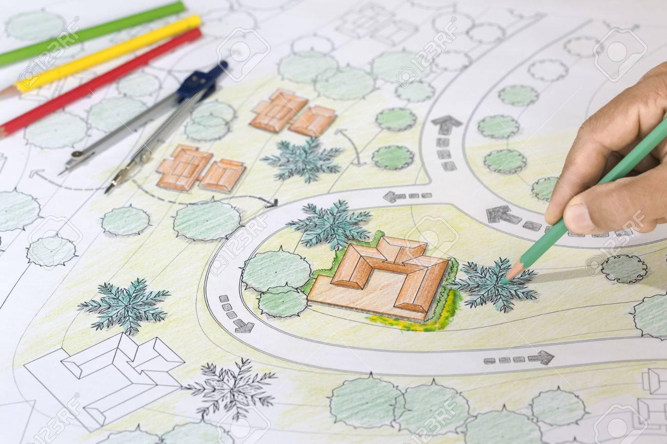 Landschaftsarchitekt Entwirft Pläne Für Resort. Lizenzfreie Fotos ...